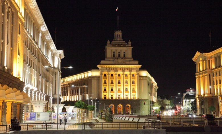 Градски нощен пеизаж в София